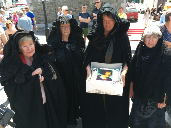 Hannah Minihane, Mary Foley, Fennella Begley and Nodlaig O'Connell with the cake for the prince.